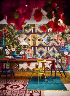 Channel the spirit of Mexico's iconic painter Frida Kahlo with dramatic strokes of vibrant colour, fancy fleurs and lush pattern. Mexican Interior Design, Mexican Designs, Decor Interior Design, Spanish Interior, Bar Interior, Luxury Interior, Mexican Style Decor, Mexican Style Homes, Art Deco