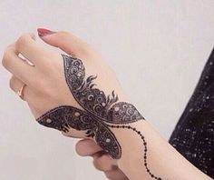 Mehndi tattoo dseigns are the best for those who like to keep it traditional and elegant. Check out these 20 best Mehndi tattoos that can be quite alluring. Henna Hand Designs, Mehandi Designs, Mehndi Designs Finger, Mehndi Designs Book, Modern Mehndi Designs, Mehndi Design Pictures, Mehndi Designs For Girls, Mehndi Designs For Fingers, Beautiful Henna Designs