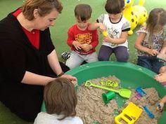 Giochiamo con kinetic sand all'Happy Hand di Monte San Pietro