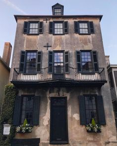 Charleston Homes, Low Country, Back Home, Old Houses, Savannah Chat, Mansions, Architecture, House Styles, Amazing