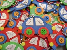 Mimos de Infância: Carros em porta-chaves Kids Crafts, Craft Activities For Kids, Diy And Crafts, Arts And Crafts, Diy Toys And Games, 1st Day Of School, Father's Day Diy, Dad Day, Mother And Father