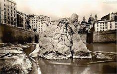 """C'era una volta Via Madre di Dio Esaltiamo tanto Boccadasse, come uno dei borghi più belli di Genova, ma se vi dicessi che non era il più bello? Se vi dicessi che, dove ora sorgono grattacieli e giungle di motorini in Piazza Dante, nemmeno 50 anni fa, iniziava uno dei """"borghi più belli d'Italia"""", come"""