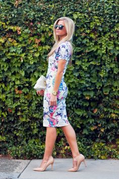 floral print short sleeve body con dress, nude heels. preppy, dressy, simple, church, date night, holiday, Easter, spring or summer outfit.