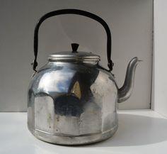 Très belle et ancienne bouilloire en par GetVintageTreasures