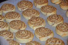 Aceasta reteta de cuib de viespi este una absolut delicioasa si face parte din categoria Retetele bunicii, si ale mamei mai nou :P , cele care ne-au indulcit copilaria, alaturi de Romanian Desserts, Romanian Food, Pastry And Bakery, Pastry Cake, Cake Recipes, Dessert Recipes, Hungarian Recipes, Food Cakes, Diy Food
