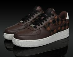 Nike Air Force 1 Premium Brown and Flannel Best Sneakers, Sneakers Fashion, Sneakers Nike, Fashion Outfits, Air Force One Shoes, Nike Air Force Ones, White Nike Shoes, Basket Mode, Nike Shoes Outfits