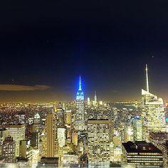 Instagram【hello_i_am_chr】さんの写真をピンしています。 《The Shining city 🌃✨ 摩天楼🌃✨ # #nyc #thisisnyc #manhattan #instaview #nightview #beautiful #amazing #nyctrip2016 #instatravel #inspiration #photography #love #panorama #building #newyorkcity #shining #夜景 #美 #旅 #旅行行きたい #トップオブザロック #最高 #前のとはちょっとだけ色味が違うだけ(笑)》