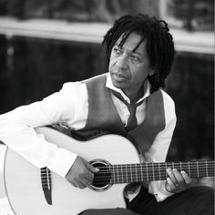Djavan is a Brazilian singer/songwriter, Djavan combines traditional Brazilian rhythms with popular music drawn from the Americas, Europe and Africa.