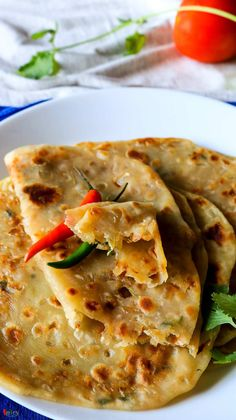 Pyaz Paratha / Onion stuffed Flat Bread - Spicy World Simple and Easy Recipes by Arpita Fun Easy Recipes, Veggie Recipes, Indian Food Recipes, Vegetarian Recipes, Easy Meals, Cooking Recipes, Healthy Recipes, Appetiser Recipes, Curry Recipes