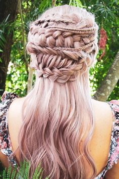 32 Unique Braided Hairstyles For Women To Make You Stand Out - - 32 Unique Braided Hairstyles For Women To Make You Stand Out – How many different braids can there be in one single updo? This hairstyle is super cute Unique Braided Hairstyles, Cute Wedding Hairstyles, Cute Hairstyles For Teens, Teen Hairstyles, Pretty Hairstyles, Different Hairstyles, Cool Braids, Braids For Long Hair, Unique Braids