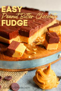 Looking for amazing Christmas fudge recipes? This incredible Peanut Butter Chocolate Fudge recipe is easily made in the microwave and great for Christmas! Peanut Butter Banana Bread, Chocolate Peanut Butter Fudge, Peanut Butter Mousse, Best Peanut Butter, Peanut Butter Recipes, Love Chocolate, Chocolate Peanuts, Fudge Recipes, Chocolate Dipped