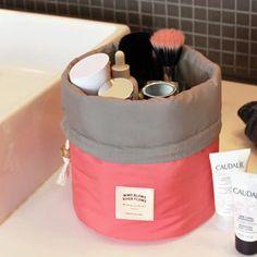 This little makeup bag is super cute <3