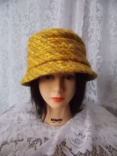 4deb1433ec0 Vintage Cloche Hat in Golden Rod Wool - Size 22