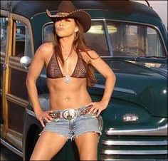 gretchen wilson! i want to be her in this pic. i want her abs and attitude and voice and looks!