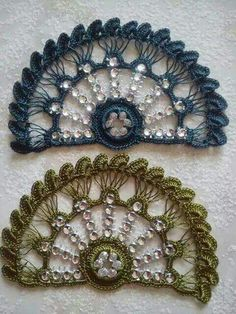 This Pin was discovered by HUZ Col Crochet, Crochet Motifs, Crochet Doilies, Crochet Stitches, Crochet Patterns, Crochet Earrings Pattern, Saree Tassels, Jewelry Model, Needlepoint