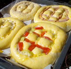 Τα πιο αφράτα αλμυρά ψωμάκια τώρα και γεμιστά! Hot Dog Buns, Hot Dogs, Bread, Desserts, Food, Kitchens, Deserts, Dessert, Meals
