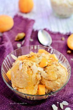 Îngheţată vegană de caise cu cocos şi migdale Raw Vegan, Vegan Food, Parfait, Sorbet, Vegan Recipes, Muffin, Food And Drink, Ice Cream, Sweets