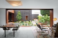 Every interior space opens to the outdoors in this Venice, California home