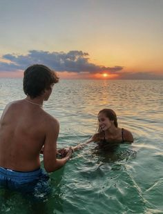 Cute Teen Couples, Teenage Couples, Funny Couples, Cute Couples Goals, Photos Couple Plage, Couple Beach Pictures, Relationship Goals Pictures, Cute Relationships, Plage Couples