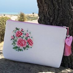 This Pin was discovered by Zeh Embroidery Purse, Modern Embroidery, Hand Embroidery Designs, Ribbon Embroidery, Cross Stitch Embroidery, Cross Stitch Designs, Cross Stitch Patterns, Palestinian Embroidery, Cross Stitch Needles