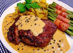 Beef fillet with green pepper sauce from Fross Healthy Beef Recipes, Stew Meat Recipes, Beef Recipes For Dinner, Chicken Recipes, Beef Recipe Instant Pot, Easy Beef And Broccoli, Easy Beef Stew, Potted Beef Recipe, Beef Fillet