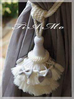 カルトナージュとタッセル TiAMo 奈良 Diy Tassel, Tassels, Yarn Crafts, Diy And Crafts, Tassel Curtains, Indian Designer Outfits, Fabric Decor, Creations, Decoration