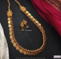 Simple Coin Haram From Tvameva ~ South India Jewels Gold Wedding Jewelry, Gold Jewelry Simple, Bridal Jewelry, Gold Jewellery, Jewelry Design Earrings, Jewellery Designs, Jewelry Patterns, Jewelry Trends, Gold Bangles Design