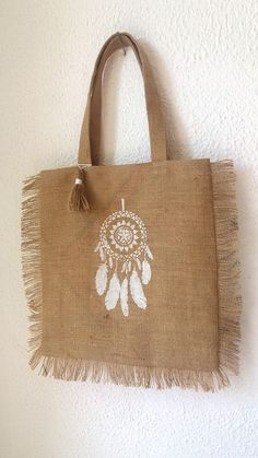 Maxi gold tote bag in Burlap with fringe and his dream dream - L'Atelier Champêtre - - Maxi gold tote bag in Burlap with fringe and his dream dream - L'Atelier Champêtre Hessian Bags, Jute Tote Bags, Fabric Bags, Cotton Bag, Handmade Bags, Fashion Bags, Purses And Bags, Boutique Etsy, Gold
