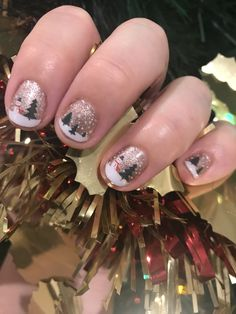 Today's Christmas manicure is so cute with the snowman nail art. #jamberry #snowglobeJN #seameetsshorejn #christmas #nailart