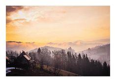 Heute wollte ich mir eigentlich meine Kamera schnappen und einen kleinen Fotoausflug machen. Und dann war der Tee zu heiß und der Morgen zu kalt und ich habe mich nur auf die Terrasse gestellt.   #mymirrorworld #visitsüdsteiermark #südsteiermark #visitstyria #sonnenaufgang #takingphotos #winterstimmung #visitsüdsteiermark #landschaftsfotografie #sunset #grazerblogger #austria_memories #discoveraustria #visitaustria #austria365 My Mirror, Winter, Mountains, World, Nature, Travel, Pictures, Patio, Scenery Photography