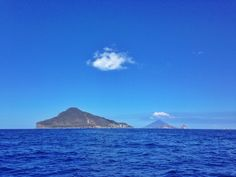 #Panarea #Stromboli #sea #aeolianislands #davideguglielmino Stromboli, Islands, Sea, Mountains, Nature, Travel, Naturaleza, Viajes, The Ocean