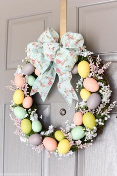 Flower and egg Easter wreath, Egg wreath tutorial, Easter decoration ideas, DIY egg wreath. Easter crafts