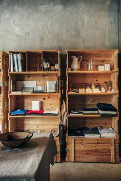 建築家に学ぶ「最小限で最大限、美しすぎる収納棚」のセンス - Yahoo!ライフマガジン Room Interior, Interior Design, Man Room, Wood Boxes, Cool Furniture, Interior Inspiration, Pattern Design, Shelves, House Design