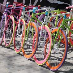 Bikes e Bikes by Daniel Alho / Fixie colour rainbow Beijing Fixi Bike, Bike Kit, Bike Rides, Bicycle Girl, Road Bike, Girls Mac, Cycling Art, Cycling Quotes, Cycling Jerseys