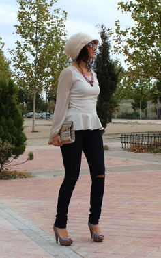 Ripped jeans www.un2dejuniorosa.com