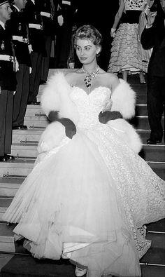 Sophia Loren-Look at that dress!~