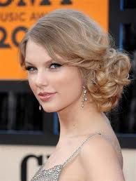Taylor Swift low side bun
