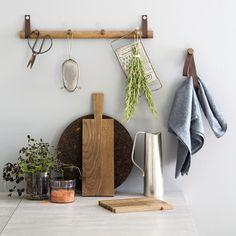 Rack från by Wirth. Inspirationen kommer från den klassiska hängaren med helt vanliga krokar. Rack f...