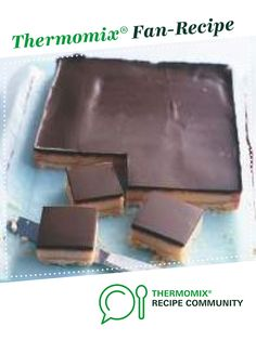 This Donna Hay caramel slice is always a winner every time I make it – even if you overcook the base and it is extra crunchy – still delicious! Read Recipe by paolathomas Aussie Food, Australian Food, Chocolate Caramel Slice, Caramel Bars, Chocolate Squares, Caramel Candy, Dessert Bars, Dessert Recipes, Donna Hay Recipes
