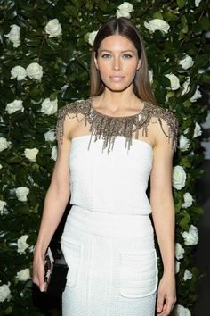 Jessica Biel in Chanel  Awesome styling here. Everything, including makeup, is perfect.  (of course, I can't do that white nor light mauve lip, but still. Perfect look for JB)