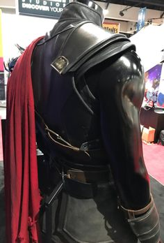 Marvel's Comic-Con panel revealed a new logo for Thor: Ragnarok and that the Planet Hulk storyline WILL be incorporated during the events of the film. Thor Costume, Thor Cosplay, Cosplay Costumes, Halloween Costumes, Marvel Comic Con, Marvel Comics, Cosplay Ideas, Costume Ideas, Disneysea Tokyo