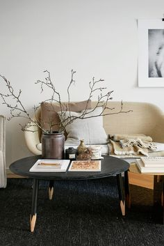 Always clean but never boring, these 23 minimalist living room ideas will inspire to try out the clutter-free and stylish look at home. Read on for tons of designer examples and decorating ideas for minimalist living rooms of all shapes and sizes. Living Room Ideas 2019, Desk In Living Room, Living Room Styles, Simple Living Room, Paint Colors For Living Room, Living Room Inspiration, Living Room Designs, Living Room Decor, Living Rooms