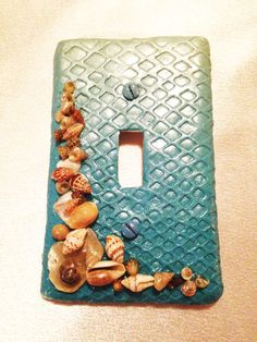 light switch cover Sea shell light switch by LaposLewisCreations Decorative Light Switch Covers, Switch Plate Covers, Light Switch Plates, Beach Crafts, Crafts To Do, Seashell Ornaments, Beach Place, Mermaid Room, Light Crafts