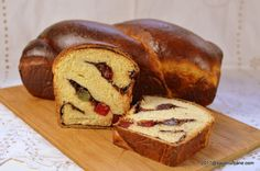 Cozonac pufos reteta simpla cu rahat si nuca - cozonaci traditionali | Savori Urbane Romanian Desserts, Cacao Beans, Home Food, Sweets Recipes, Carne, Sweet Treats, Bread, Cooking, Sweets