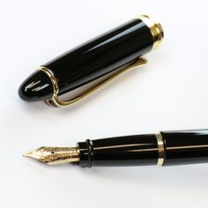 Aurora Ipsilon fountain pen nib and cap  https://www.penchalet.com/fine_pens/fountain_pens/aurora_ipsilon_resin_fountain_pen.html