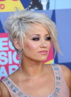 Check Out 20 Best Funky Short Hair. The color is used to increase your personality, complement your hair cut and making it unique to you. Get inspired with dramatic and daring 20 Best Funky Short Hair. Short Asymmetrical Hairstyles, Short Blonde Haircuts, Edgy Haircuts, Hairstyles Haircuts, Cool Hairstyles, Asymmetrical Pixie, Asymmetric Hair, Pixie Haircuts, Hairstyle Ideas