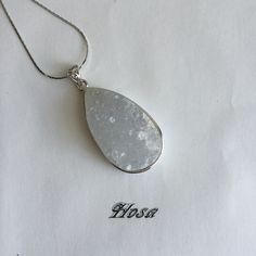 天然石水晶の雫型ネックレス