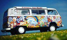 Le van surf and cool ou l'amour du mini-bus - combi -volkswagen Vw Hippie Van, Hippie Auto, Combi Hippie, Hippie Car, Volkswagen Bus, Vw T1, Vw Camper, Campers, Minibus