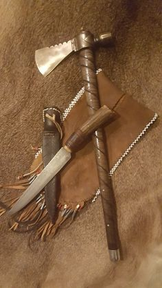Trade knife and Pipe Tomahawk with split pouch of buckskin