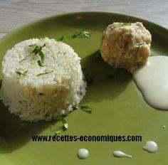 Une recette de plat complet : boulettes de poisson et riz avec sauce blanche à faire avec son thermomix. Une recette économique facile, rapide et tout cuit ensemble.